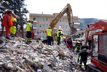 Καταστροφικός σεισμός 6,2 στην L'Aquila της Ιταλίας.